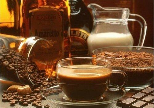 кофе и ликер. кофе с ликером