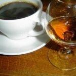 Кофе с коньяком и молоком.